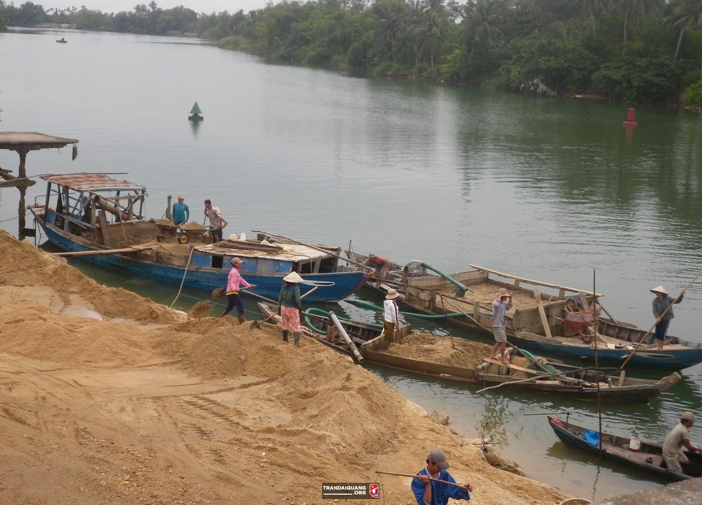 khai thác cát trên sông